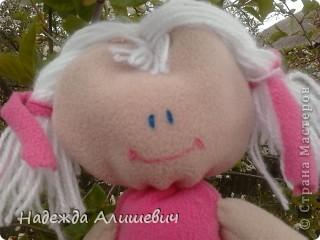 Поскольку я была на выходных у бабушки, то сфотографировала её в бабушкином саде)) Вот вам куколка хвастоется как она умеет на шпогат садится) фото 2