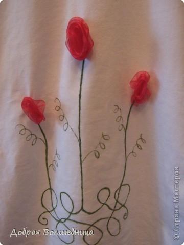 В магазине увидела симпатичную футболку. Но цена  меня не порадовала. И я решила сделать  такую же. Мне понадобился маркер по ткани,  футболка и капроновая лента.  фото 8