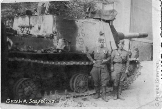 Знакомьтесь! Это - мой дед! Маркеев Василий Емельянович. На этом фото ему чуть больше 20 лет. Фотография сделана 27 марта 1943 г., когда дед обучался в Первой ульяновской краснознаменной танковой школе. фото 3