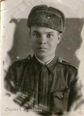 Знакомьтесь! Это - мой дед! Маркеев Василий Емельянович. На этом фото ему чуть больше 20 лет. Фотография сделана 27 марта 1943 г., когда дед обучался в Первой ульяновской краснознаменной танковой школе. фото 1