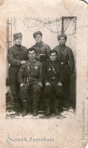 Знакомьтесь! Это - мой дед! Маркеев Василий Емельянович. На этом фото ему чуть больше 20 лет. Фотография сделана 27 марта 1943 г., когда дед обучался в Первой ульяновской краснознаменной танковой школе. фото 2