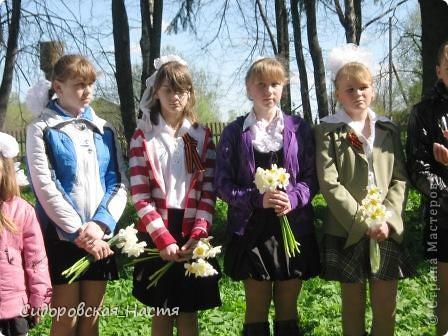 """Ученики около памятника """"Скорбящая мать"""" фото 3"""