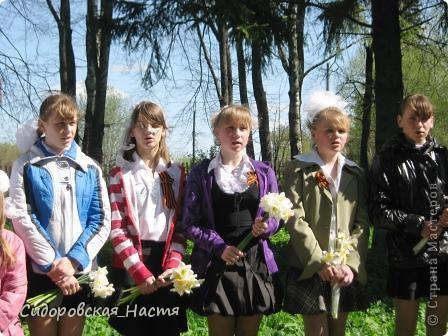 """Ученики около памятника """"Скорбящая мать"""" фото 4"""