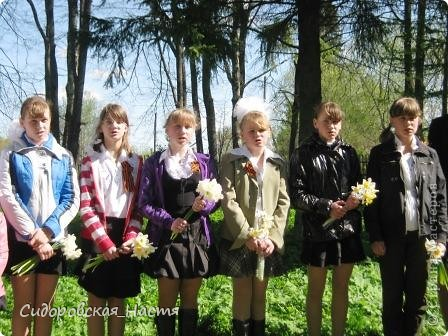 """Ученики около памятника """"Скорбящая мать"""" фото 11"""