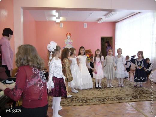 В кругу подружек поют песню про маму... фото 1