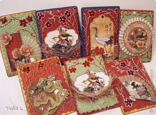 Новая серия из 9 карточек в восточной тематике.  Попробовала использовать для веточек и цветов  витражные контуры  и краски. Фон - плотная жатая бумага с блеском.  Серия дополнена и закрыта.  фото 1