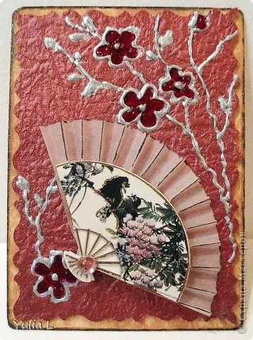 Новая серия из 9 карточек в восточной тематике.  Попробовала использовать для веточек и цветов  витражные контуры  и краски. Фон - плотная жатая бумага с блеском.  Серия дополнена и закрыта.  фото 2