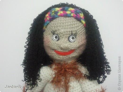 Очень хотелось куклу связать и получилась вот такая куклёшка. Ростом примерно 43 см.Это настольная кукла-сзади есть 2 держателя,как и в нескольких предыдущих куклах. фото 3