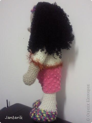 Очень хотелось куклу связать и получилась вот такая куклёшка. Ростом примерно 43 см.Это настольная кукла-сзади есть 2 держателя,как и в нескольких предыдущих куклах. фото 4