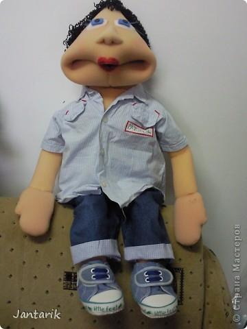 Это моя первая кукла,сделанная из пароллона.Одет в детскую одежду-подошло по размеру. фото 5