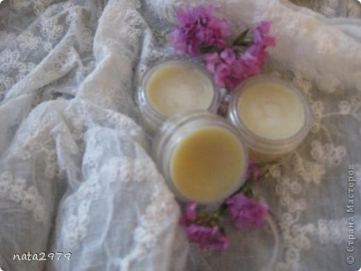 Нежный, натуральный бальзам для губ с ароматом клубники, ванили, мяты и кофе!
