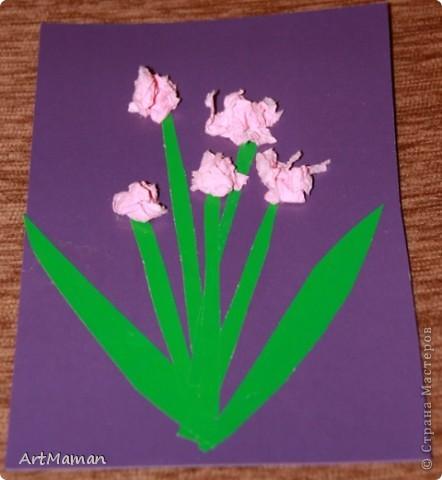 Цветы из салфеток и гофробумаги (оказалось, что она красится от клея-карандаша). Делали с дочкой в 1 г. 8 мес.  фото 4
