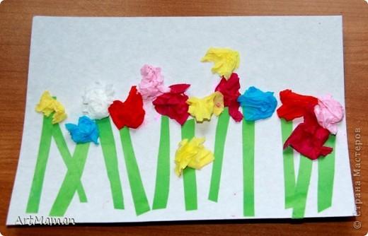 Цветы из салфеток и гофробумаги (оказалось, что она красится от клея-карандаша). Делали с дочкой в 1 г. 8 мес.  фото 1