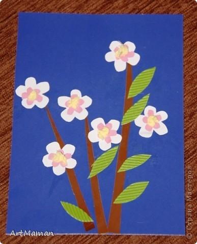 Цветы из салфеток и гофробумаги (оказалось, что она красится от клея-карандаша). Делали с дочкой в 1 г. 8 мес.  фото 2