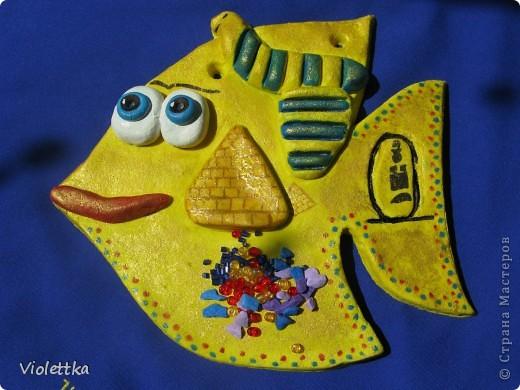 Рыба сокровища Египта, повторюшка Lev-Alen, спасибо большое! Работа моего сыночка, ему 9 лет, все делал сам, я помогла только вырезать из теста контур рыбки. Покрыта сверху золотой гуашью, на солнце красиво поблескивает. Лена, спасибо большое за идею! Ваши работы нас восхищают! Сынок еще хочет Рыбку Мексику сделать фото 1