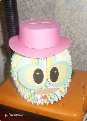 вот такая вазочка или даже плошка с цветами у меня получилась. рядом лак и клей чтобы можно было определить размер визуально. фото 3