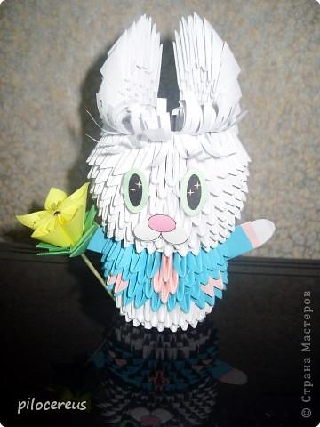 вот такая вазочка или даже плошка с цветами у меня получилась. рядом лак и клей чтобы можно было определить размер визуально. фото 2