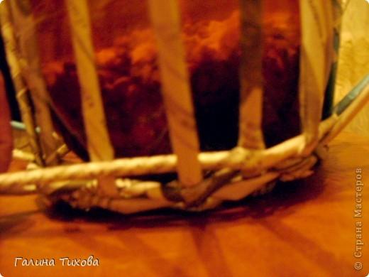 Для создания такого петушка мне потребовались: ножницы, клеевой термопистолет, красная и золотая аэрозольная эмаль. фото 8