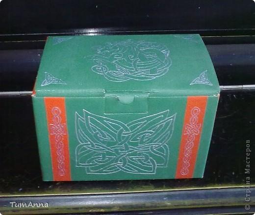 коробка обувная обыкновенная и ещё одна, из под чего я уже не помню ^_^. Узоры нарисованы контурной краской. фото 6
