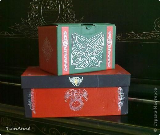 коробка обувная обыкновенная и ещё одна, из под чего я уже не помню ^_^. Узоры нарисованы контурной краской. фото 1