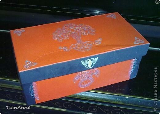 коробка обувная обыкновенная и ещё одна, из под чего я уже не помню ^_^. Узоры нарисованы контурной краской. фото 2