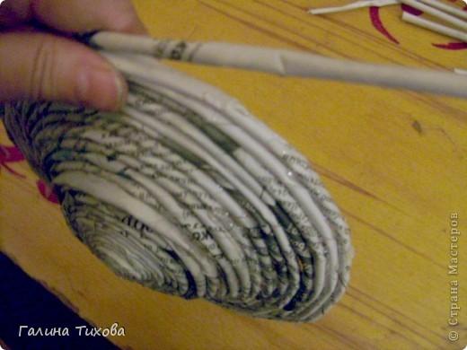 Для создания такого петушка мне потребовались: ножницы, клеевой термопистолет, красная и золотая аэрозольная эмаль. фото 21