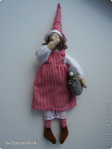 Сшила своих дамочек из бязи, гусики-флисовые. Ботиночки-искусственная замша. Подробный мастер-класс есть здесь http://tildy.ru/forum/index.php?showtopic=76 фото 3