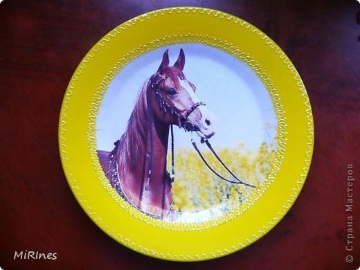 Любимая тарелочка моей дочи! Красавица! распечатка,акрил золото,контур,лак спрей. фото 3