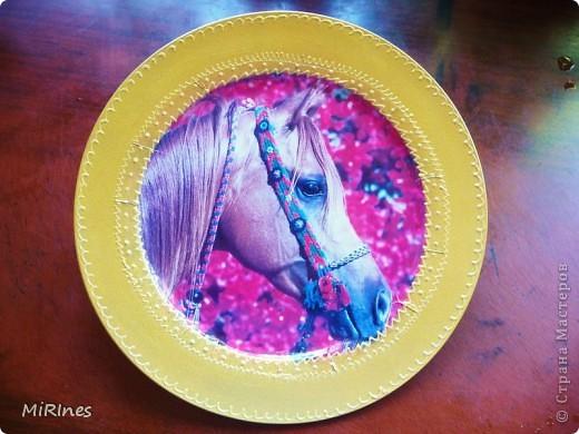 Любимая тарелочка моей дочи! Красавица! распечатка,акрил золото,контур,лак спрей. фото 1