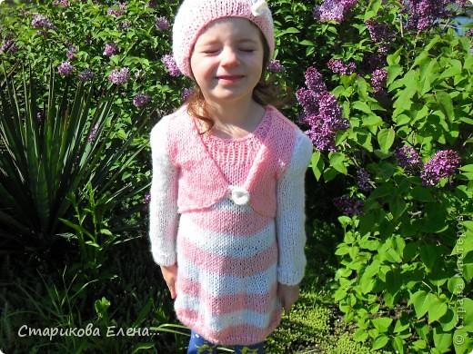 Младшая внученька в новом костюмчике, платье, болерушка с рукавами и шапочка. фото 2