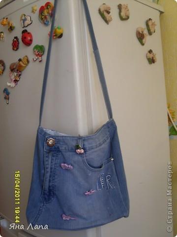 Это я связала Каришке сумочку. К ней еще почти готова косметичка с 4мя отделениями. Но молнии еще не вшиты. Позже покажу. фото 5