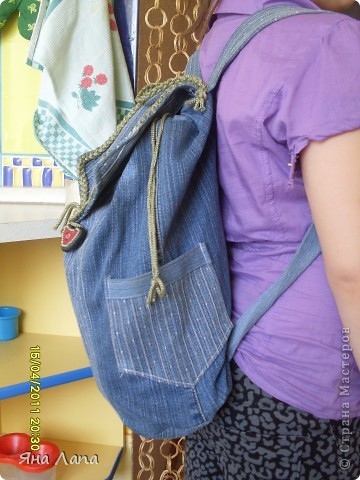 Это я связала Каришке сумочку. К ней еще почти готова косметичка с 4мя отделениями. Но молнии еще не вшиты. Позже покажу. фото 9