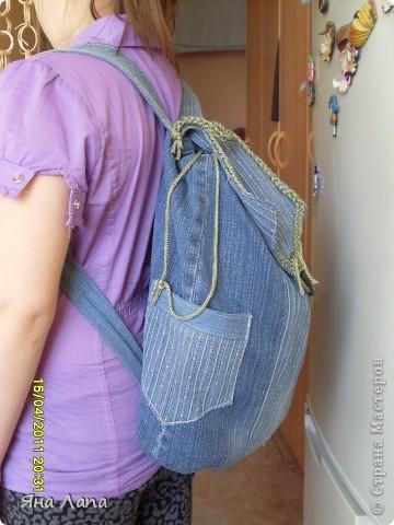 Это я связала Каришке сумочку. К ней еще почти готова косметичка с 4мя отделениями. Но молнии еще не вшиты. Позже покажу. фото 10