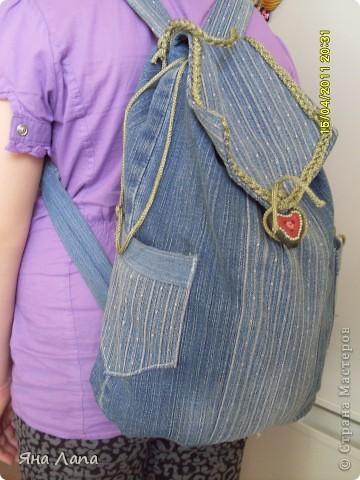 Это я связала Каришке сумочку. К ней еще почти готова косметичка с 4мя отделениями. Но молнии еще не вшиты. Позже покажу. фото 12
