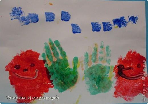 Сегодня рисовали пальчиковыми красками с помощью ватных палочек и губки фото 7