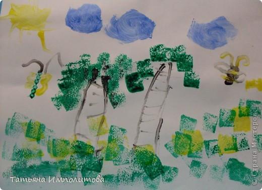 Сегодня рисовали пальчиковыми красками с помощью ватных палочек и губки фото 1