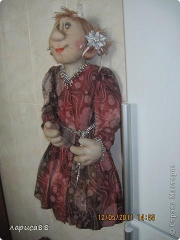 Фрося нарядилась, готовится к приему гостей. фото 2