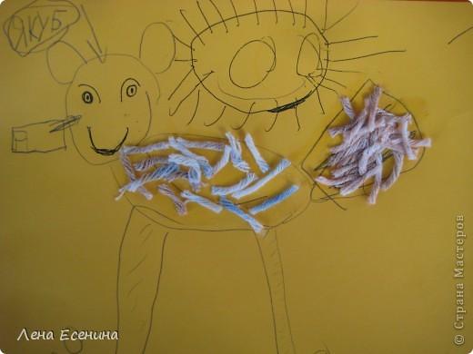 У детей было задание: вот есть нарезанная кучка ниток, бумага и карандаш, а вы фантазируйте сами - что за животные получатся... У одного нитки стали иголками... фото 5
