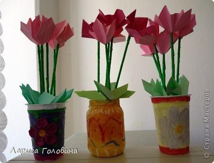 Такие цветы пробовали сделать с второклассниками. Для настоящего цикламена стебли получились длинноваты, а листья маловаты. Вазы дети сделали заранее, дома. фото 1