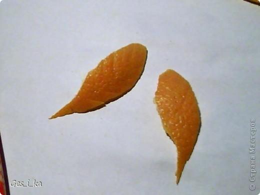 наконец-то купила апельсин, а он оказался толстокорый, поэтому покажу как сделать спиральную розу и ромашку (а также некоторые другие детальки) из апельсиновой корки фото 11