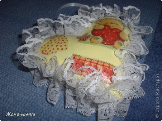 Благодаря Настиной бабушки, которая поделилась секретом изготовления такого сердечка, я захотела сделать свое сердечко для своей мамочки! http://stranamasterov.ru/node/155082 фото 4