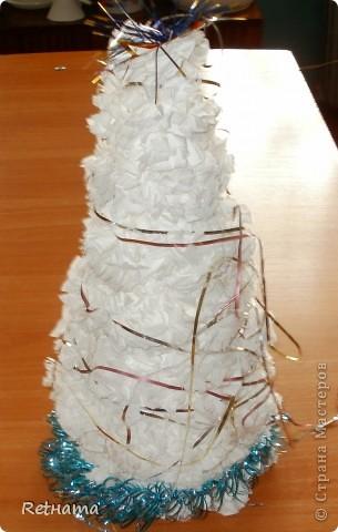 Коллективная  работа  моего  класса на конкурс.  Применили  идею  изготовления одуванчика  из  Страны  мастеров (огромное  спасибо  за  идеи), получившиеся  цветочки  приклеили  на конус  из  ватмана.