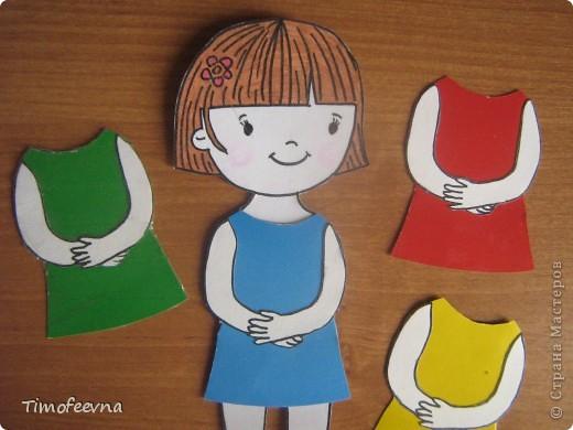 Здравствуйте, дорогие гости моего блога!! Я расскажу вам как мы с дочей начали изучать основные цвета: красный. синий, жёлтый и зелёный. А делаем мы это с помощью бумажной куклы. фото 4