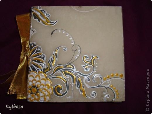 Воплотилась у меня одна давняя задумка - совместить золото с серебром и черное с белым в одном изделии. Долго ждала своего часа картонная основа для фоторамки, и вот дождалась.  фото 3