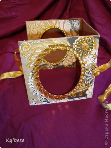 Воплотилась у меня одна давняя задумка - совместить золото с серебром и черное с белым в одном изделии. Долго ждала своего часа картонная основа для фоторамки, и вот дождалась.  фото 6