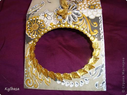 Воплотилась у меня одна давняя задумка - совместить золото с серебром и черное с белым в одном изделии. Долго ждала своего часа картонная основа для фоторамки, и вот дождалась.  фото 7