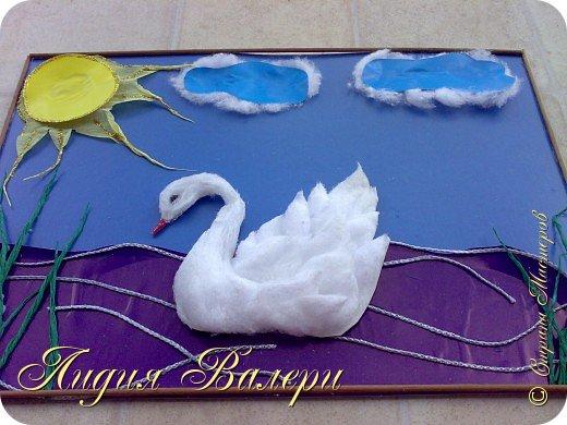 Белый лебедь- делала  для моего сыночка на конкурс (ему 5 лет). Использовала для поддержки пушистости ваты, для лебедя,  лак для волос сильной фиксации с блестками фото 2