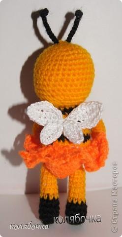 Маленькая,добрая,нежная пчёлка всё лето трудилась и насобирала горшочек мёда,который теперь тщательно охраняет.))) фото 4