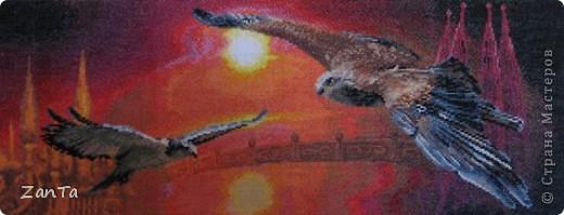 Ветер влагу чуть колышет В шопотливых камышах. Статный лебедь тихо дышит На лазуревых струях: Грудь, как парус, пышно вздута, Величава и чиста; Шея, загнутая круто, Гордо к небу поднята... фото 3