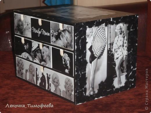 Комод любимой подружке. Она фотограф - поэтому черно-белое, обожает Мерлин Монро. Вторая работа по декупажу. Первая была бутылочка. Тоже выложу. фото 3